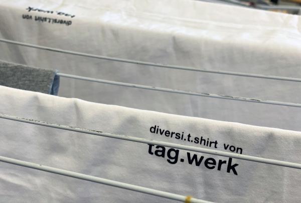 diversi.t.shirt von tag.werk